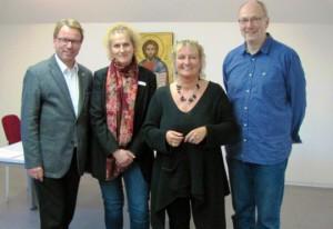 Irene Alt im Mehrgenerationenhaus: Wolfgang Treis, Moderatorin Tina Heidger, Irene Alt und Martin Schmitt.
